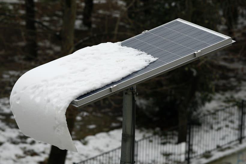 Single panel top of pole mount